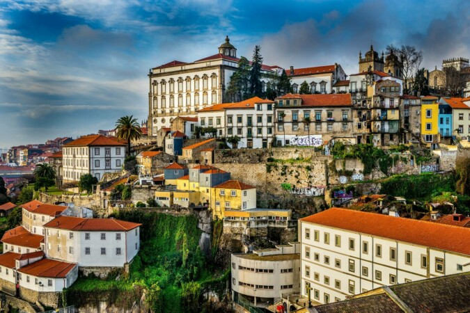 how to live in portugal and get portuguese residency